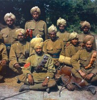 <i>Soldats de l'Armée des Indes originaires du Pendjab</i> (France), autochrome couleur de Jean-Baptiste Tournassoud, 1917. © ECPAD/collection Tournassoud